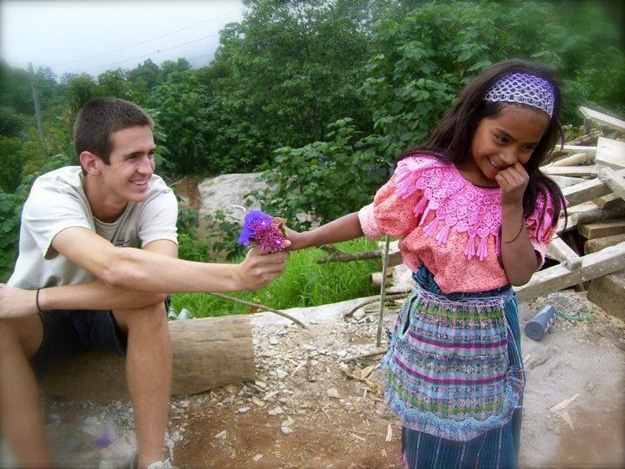 A touching exchange between a Guatemalan girl and a tourist.