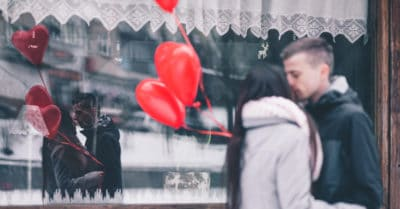 Signs Of An Unhealthy Relationship: 10 Relationship Red Flags